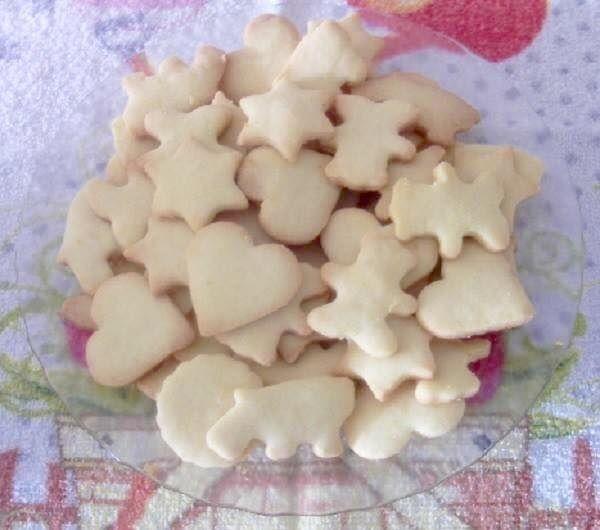 Os Biscoitinhos Amanteigados são deliciosos e combinam perfeitamente com o seu café da tarde. Você também pode vendê-los em saquinhos e faturar bastante. A