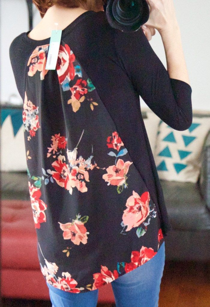 Les Lis - Alante 3/4 Woven Back Knit Top | Stitch Fix for Women Review | January 2017 Love this floral back