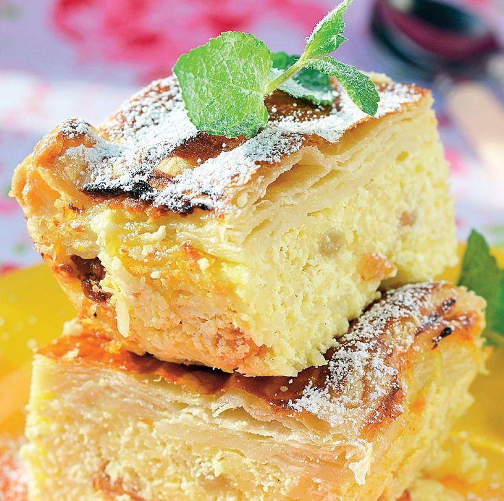 O plăcintă cu brânză dulce delicioasă, după o reţetă simplă.