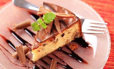 Kawałek ciasta orzechowego z polewą czekoladową :)