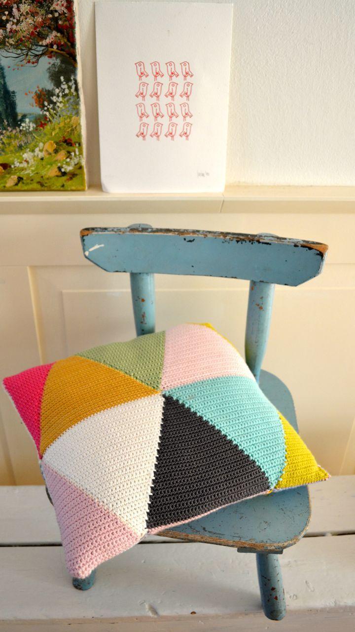 triangle crochet pillow (pattern on my blog)