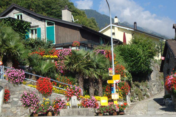 Vellano, un pequeño pueblecito del Ticino, Suiza, situado en alta montaña.