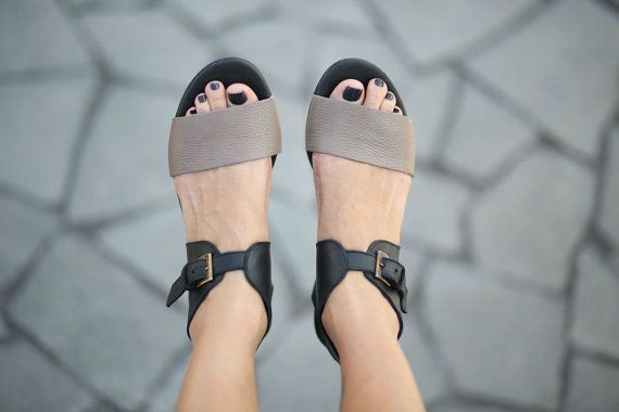 10% Sale, Chloe, Black Sandals, Classic Leather Sandals, Flat Summer Shoes, Black And Moca Strap Sandals
