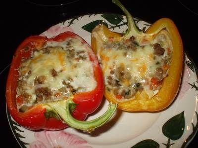 Сладкий перец с запеченной колбаской к завтраку