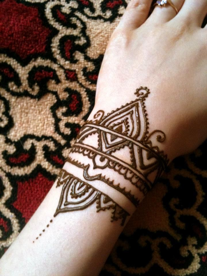 25 Simple Wrist Henna Tattoos: Henna Style Wrist Tattoo
