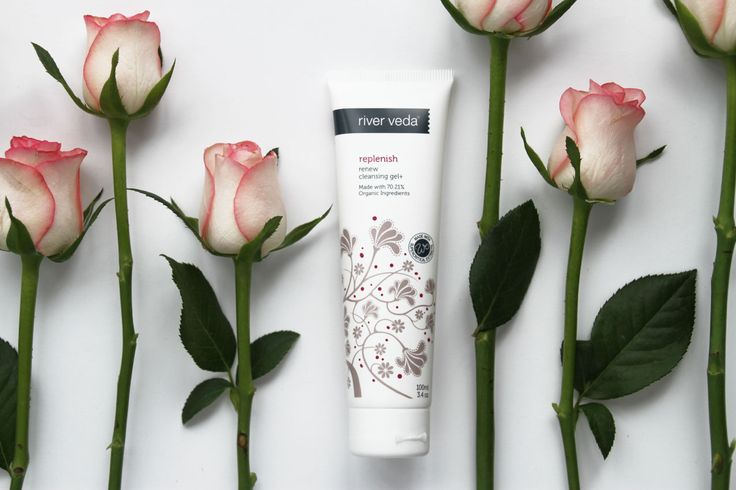 A unique dual action cleanser and replenishing gel that not only cleanses the face but leaves it dewy, plump and hydrated thanks to a host of organic oils and extracts.  Made with 70.21% Organic Ingredients 100% Natural Ingredients