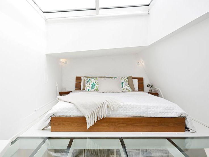 Binnenkijken in geweldige loft met unieke lichtinval | Woonguide.nl  #interior #loft #bedroom
