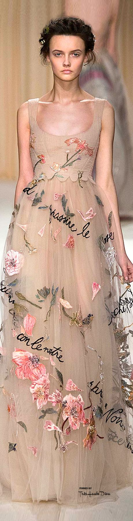 This dress is like a dream that came true. Valentino Spring 2015 Couture ♔THD♔