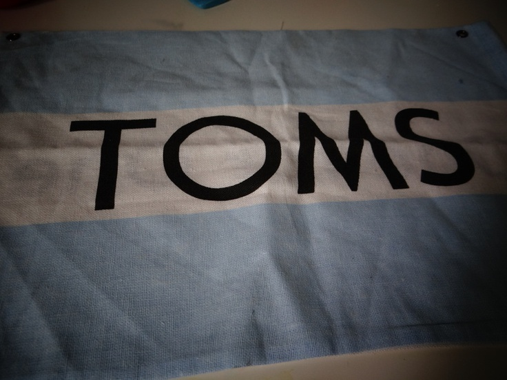 how to make a wallet out of your TOMS bag