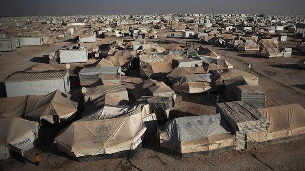 Allt fler familjer tvingas fly på grund av konflikter i världen, enligt UNHCR. Under 2012 tvingades över 75 miljoner människor att fly från sina hem på grund av konflikter eller naturkatastrofer. | Conflicts and natural disasters forces more and more people to become refugees.