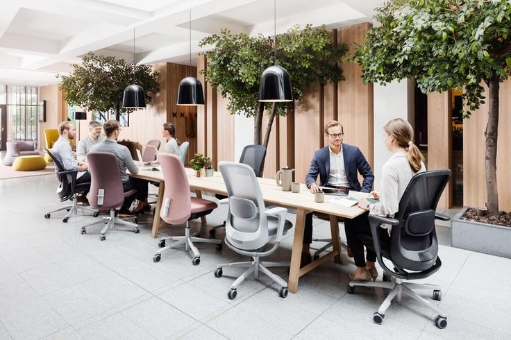 With a wealth of design features and the flexibility for endless customization, the HÅG SoFi mesh was created to provide choice and movement in multiple workplace environments and situations #InspireGreatWork #design #Scandinavian #chair #ergonomics
