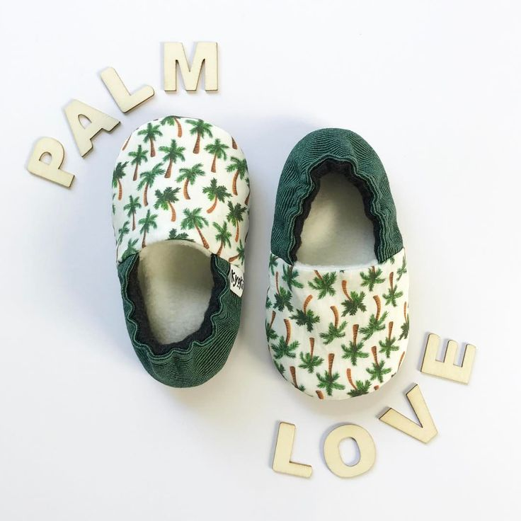 Palmtree print babyshoes, I love me some tropical prints! These have antislip soles for the early steppers. One Palm Love