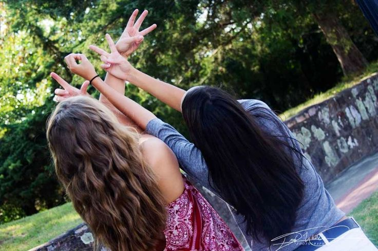 Senior girl pose idea cute best friend photo shoot love for Love picture ideas