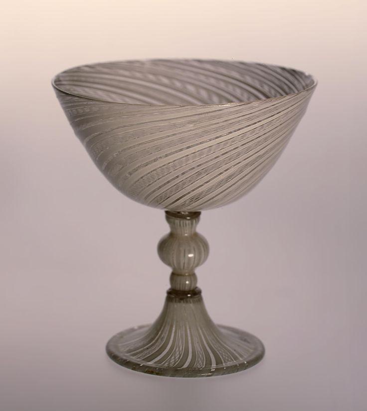 Чаша на высокой ножке с вплавленными молочными нитями. Венеция, вторая половина XVI в. Номер Кр-2102