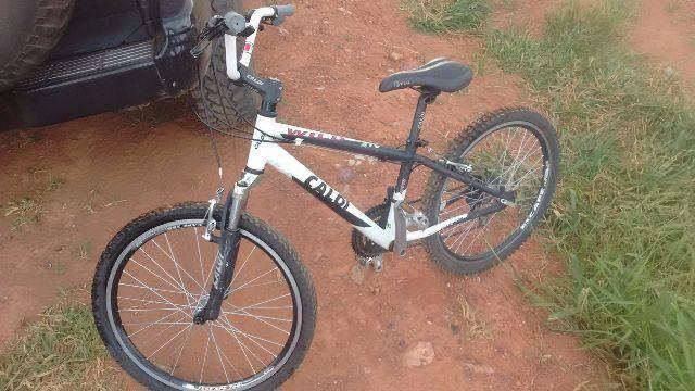 Bicicleta cross Caloi Wild 21 marchas aro 24