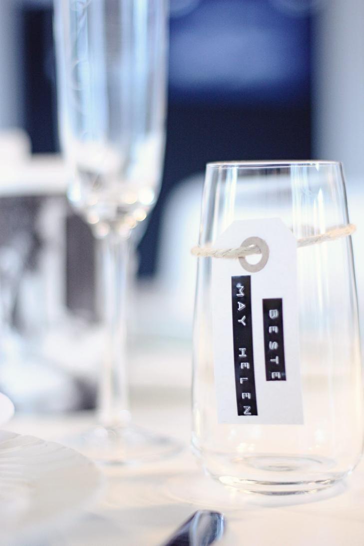 ENKLE GREP: Enkelt, men stilig! Med denne løsningen skaper du et røft og moderne uttrykk på bordet. FOTO: noepahjertet.com