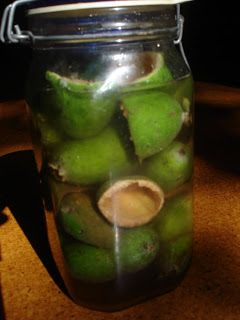 Fizzy feijoa cider - brown sugar and skins