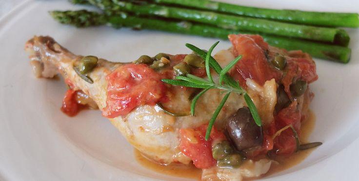 Kurczak z rozmarynem, czosnkiem, oliwkami, kaparami i pomidorami | Eksperymentuj z szefem