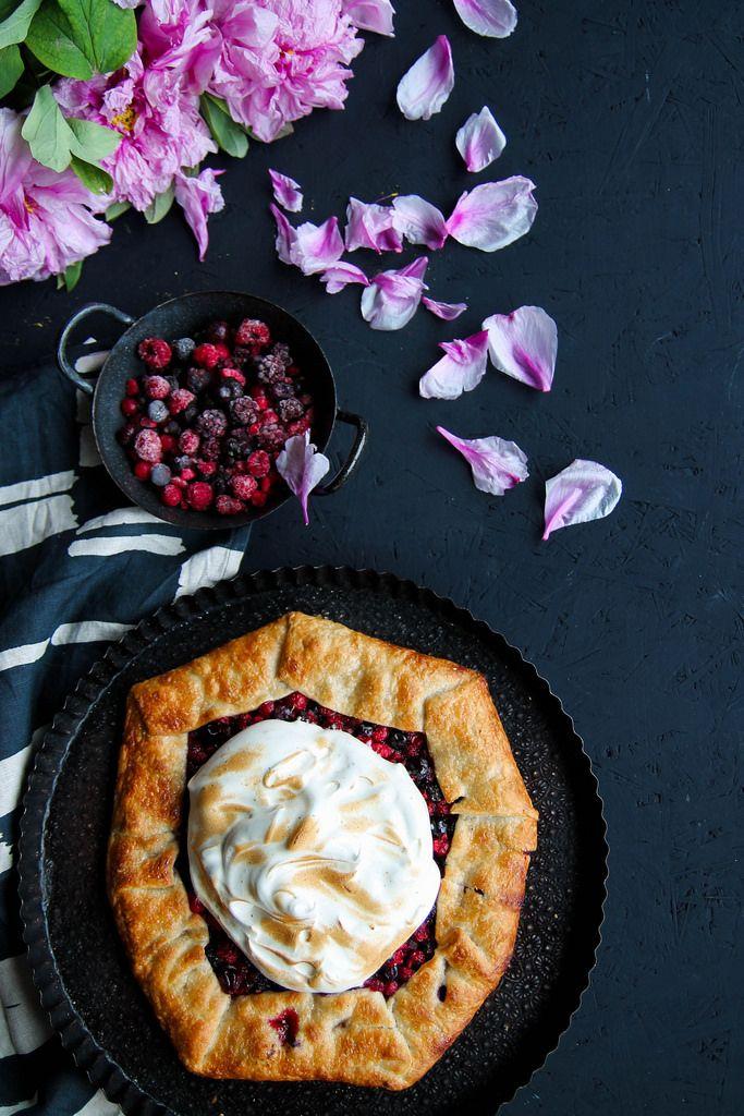 Tarte meringuée aux fruits rouges {sans lait} - Ingrédients :1 pâte feuilletée, 400 g de fruits rouges mélangés, 40 g de sucre de canne, 2 blancs d'œufs...