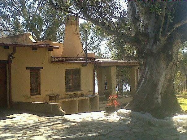 Photos - Google+ Skote Petoors kolskoot se woning Pelindaba Lood Pretorius se huis in Eugene Marais se tyd. Die es en die bloekomboom regs bestaan vandag nog. Fotos Hartbeespoort Omgewings- en Erfenisvereniging.