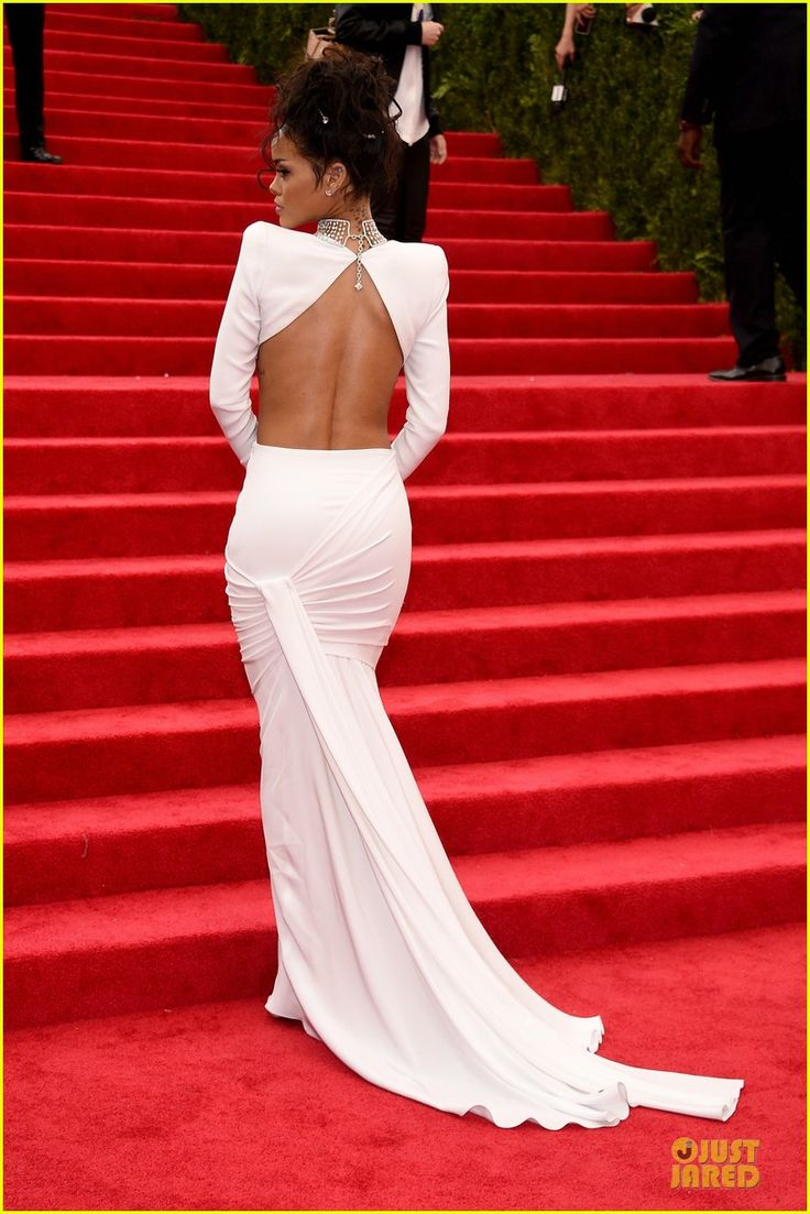 rihanna sexy back midriff met ball 2014 01 Rihanna bares her midriff and back in a white dress at the 2014 Met Gala held at the Metropolitan Museum of Art on Monday (May 5) in New York City.