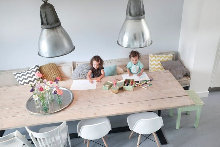 mooie tafel, sfeer | Dutch family home of studiowolk.nl | photo by Celine Nuberg