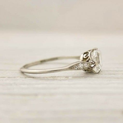 this is my dream wedding ring <3 <3 <3 so simple but gorgeous