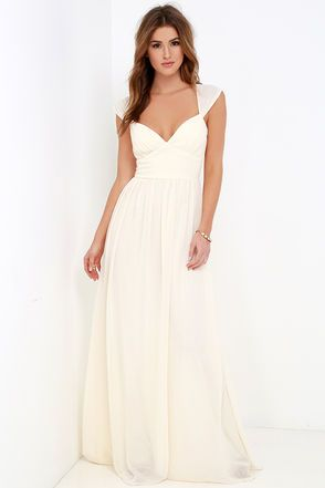 Bring the light of a night sky to any event you wear the Star's Luster Cream Maxi Dress to! Lightweight chiffon fabric shapes a sleeveless bodice, gathered, lightly padded cups (with no-slip strips), and an elegant set-in waist. Gown flows to a maxi-length hem to complete the stunning silhouette. Hidden back zipper and clasp.