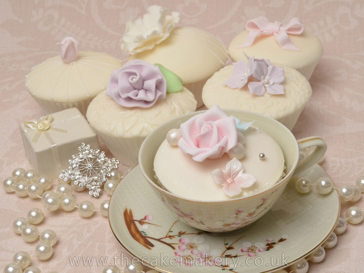 Elegant Ivory cupcakes class