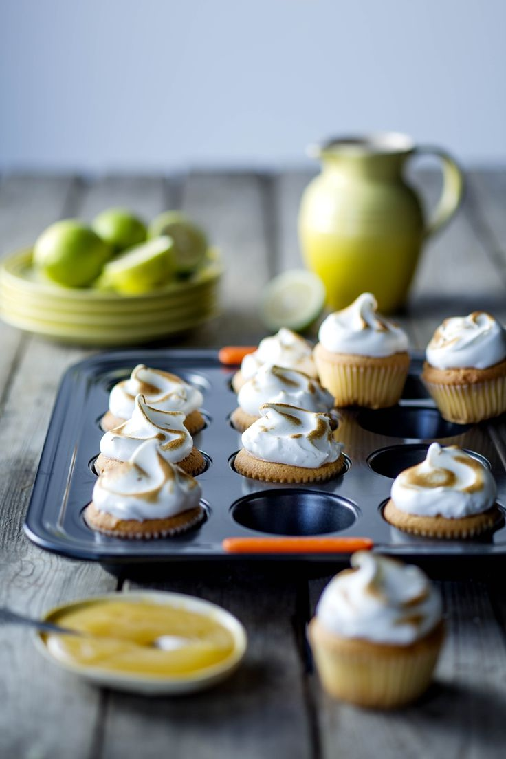 Le Creuset Lemon Meringue Cupcakes Non-stick metal muffin tray