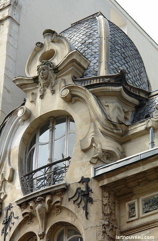 stunning window 12, rue Sédillot, Paris VII (Jules Lavirotte, 1899)