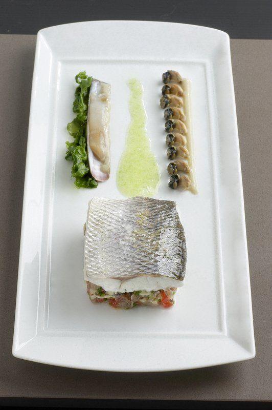 BAR SAUVAGE cuisson lente, concassé de sardines, couteau et trait d'iode. #fish #chef #philippevetele #relaischateaux #michelin #gastronomy