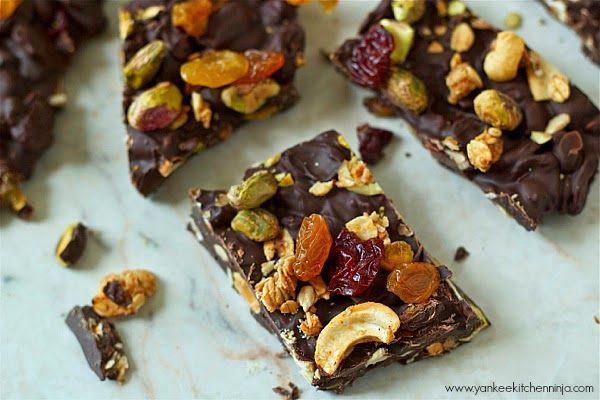 Chocolate granola bark | YankeeKitchenNinja.com