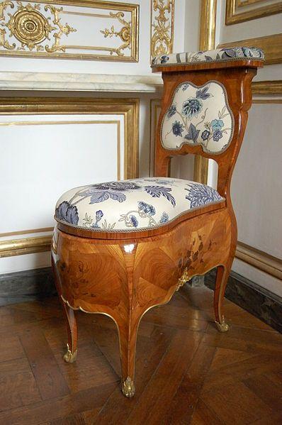 Chaise percée of Madame de Pompadour - Pièce de la chaise du cabinet des Dépêches.JPG Basically it's a loo!