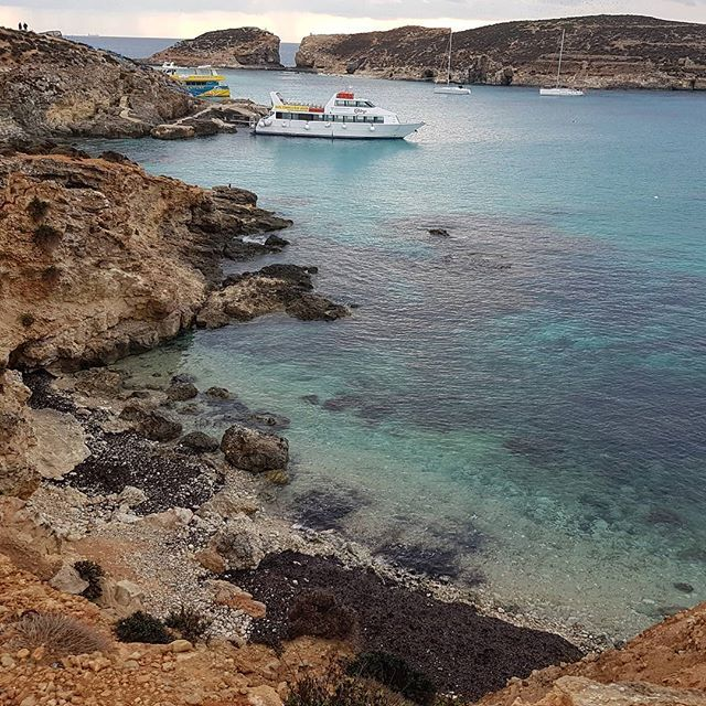Laguna albastra, paradisul pe Pământ  The blue lagoon, Gozo Island. Paradise on Earth #malta #amazingplacestovisit #fabulousholiday #mediterraneansea #mediteranean #unlimitedmediterranean #maltaphotography