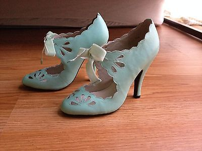 MOJO MOXY, Size 6, Mint Green Vintage Heels- ORG PRICE $80- SELLING FOR $53