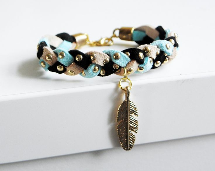 "Armband  ""Braided Feather"", suede, armband, bracelet, braided, gevlochten, feather, veer, mintgreen, mintgroen, black, beige, studs, studded"