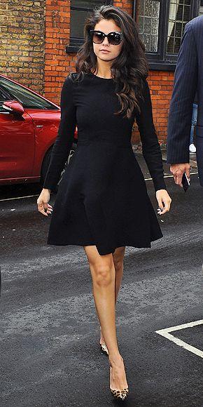 Celebrity look | Long sleeves black pleated dress with animal prints heels