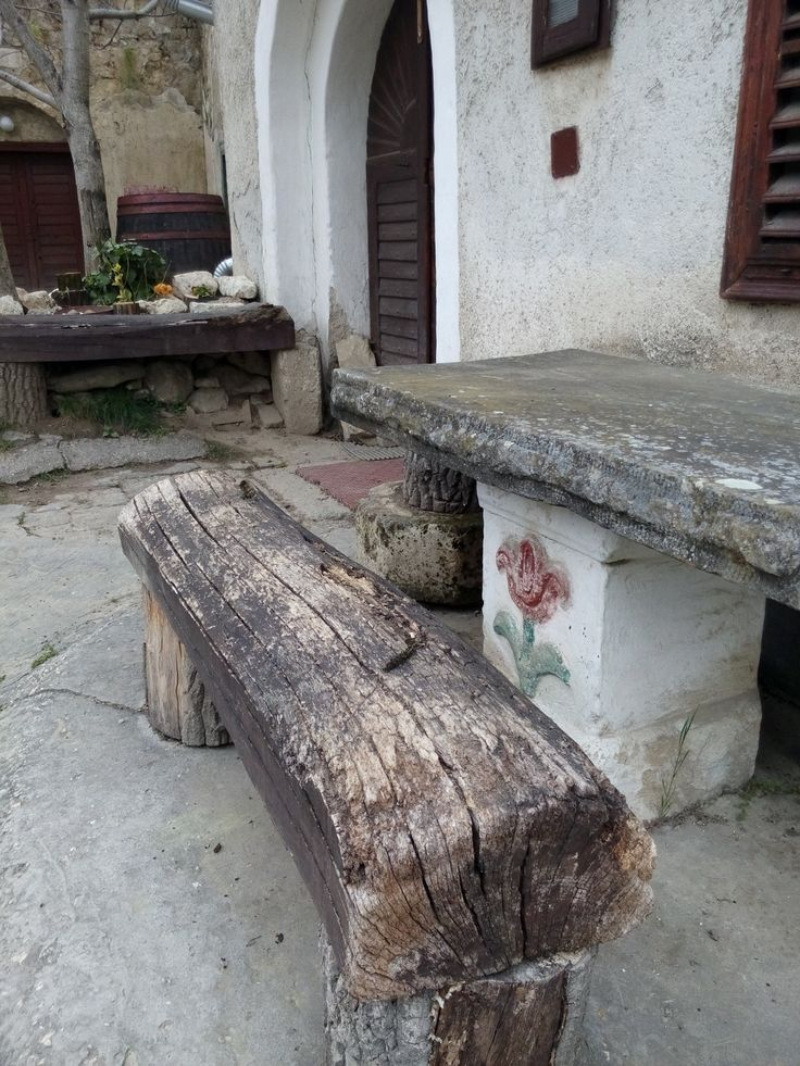 An old bench outside a wine cellar in Tök.