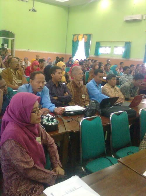 Sebanyak 61 Wakil Kepala Urusan (Waka) Kurikulum dan 61 guru SMP RSBI (Mapel Bahasa Indonesia, PKn, IPS, dan TIK) se-Jawa Tengah mengikuti ke...
