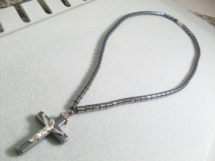 Collana Croce in Ematite con Cristo Unisex Cristallo terapia I Gioielli di Vicky