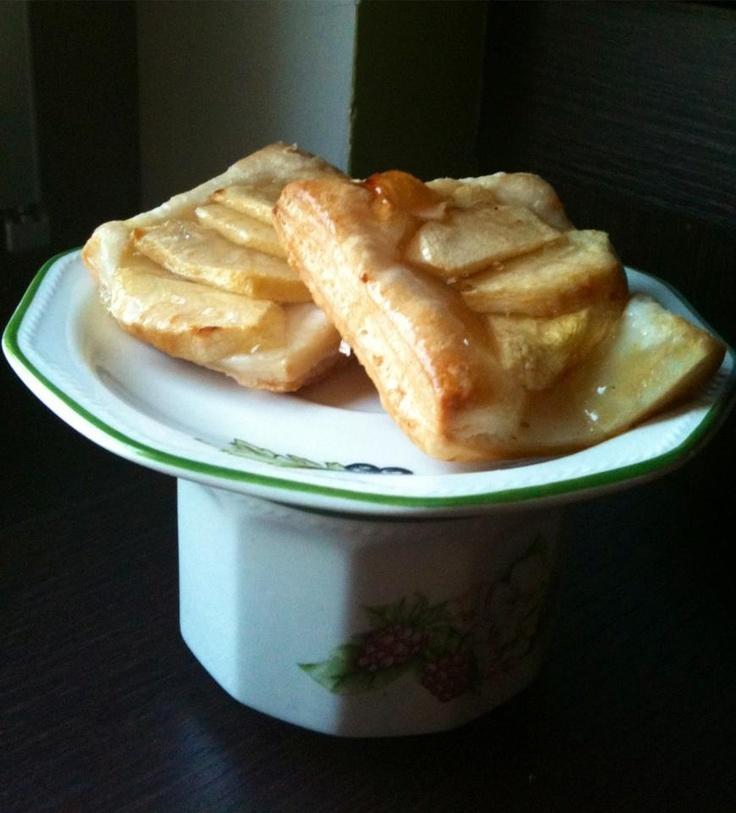 """""""Sfogliatine di mele""""  trovate la ricetta qui - find the recipe here ---> http://www.facebook.com/media/set/?set=a.121624294591004.32210.121609514592482=3#!/photo.php?fbid=346504335436331=a.121624294591004.32210.121609514592482=3"""
