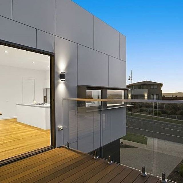 This sustainable home by Pivot Homes is all about minimalist design. Scyon Matrix cladding brings it all together.     #australianarchitecture #architecture #exterior #exteriordesign #scyonwalls