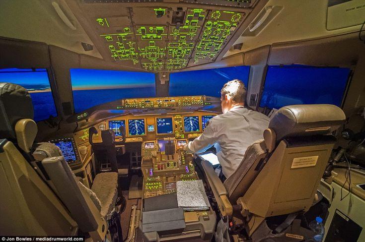 Bem como as cidades abaixo, o vôo convés do Boeing 777 é iluminada, mas não impede a vista...