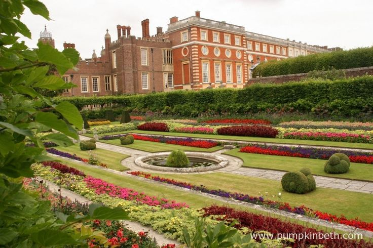 Hampton Court Palace offer discounted entry to serving members of the armed forces. .
