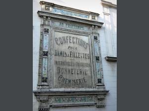 Pont-Audemer - Vieille publicité ornant une façade de la ville