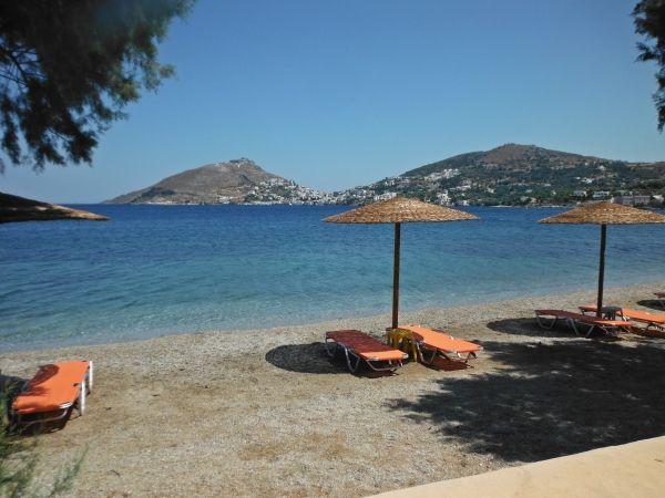 Sunbeds to relax, Dioliskaria beach