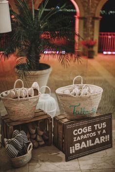 Bailarinas y alpargatas para el baile. comfortable shoes for dancing.