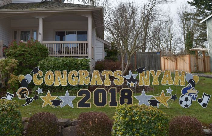 How About These Congrats Grad Yard Signs They Make The Perfect Grad Party Decorat Graduation Party Yard Signs Graduation Yard Signs Backyard Graduation Party