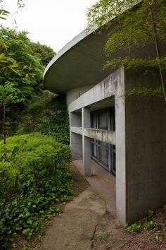 Templo das Águas ou Templo Shingonshu Honpukuji, na ilha Awaji, Japão. Vista externa. Arquitetura: Tadao Ando. Fotografia: Ken Conley.